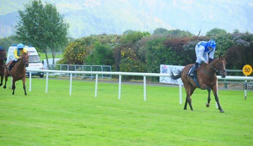 Inis Meain winning on the Flat at Killarney