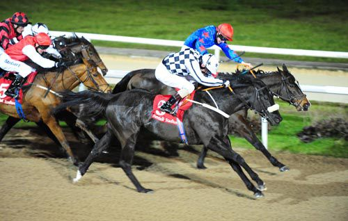Golden Shoe (checks) beats If Per Chance, Edith Cowan and company at Dundalk