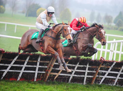 Suntiep (far-side) beat Hard To Swallow at Navan