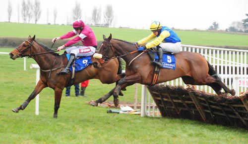Carhue (nearside) comes through to beat Security Breach