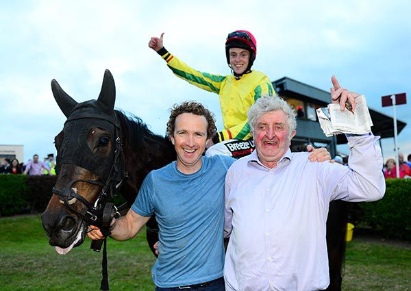 irishracing com | News - Pass prevails in thrilling finale